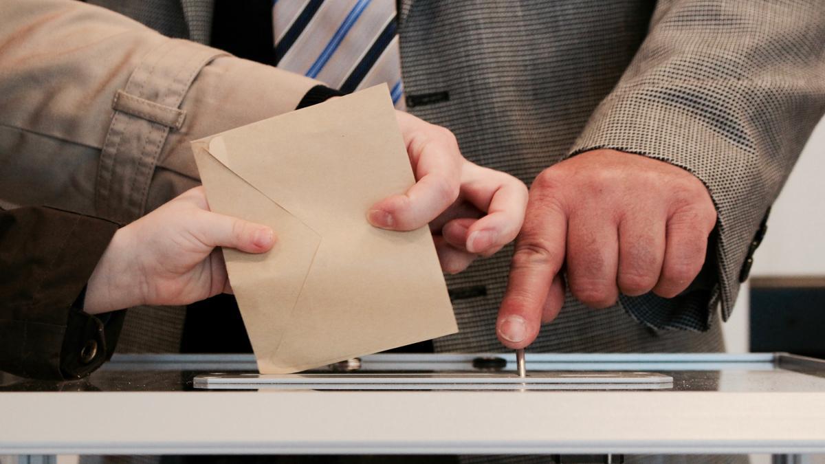 Valimissedeli kasti panemine