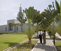 accra-ghana-temple-couple-lds-208920-gallery.jpg