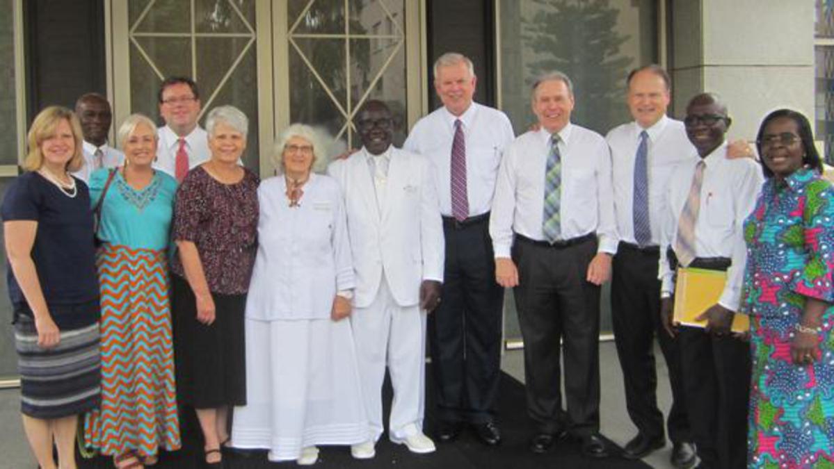 Elder Snow Visite les sites historiques de l'Église de LDS