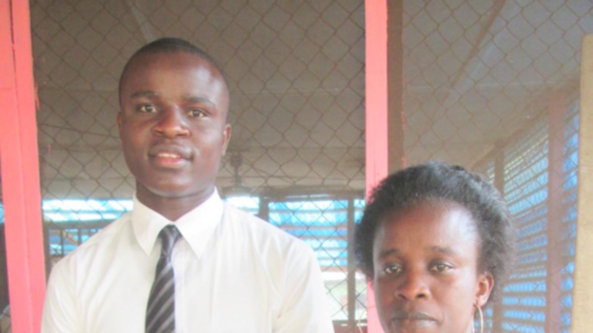 Une Famille Réunie à Nouveau par Deux « Jeunes Garçons »