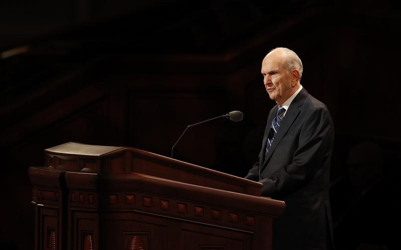 President Nelson speaks at the Sunday morning session of the October 2018 general conference.