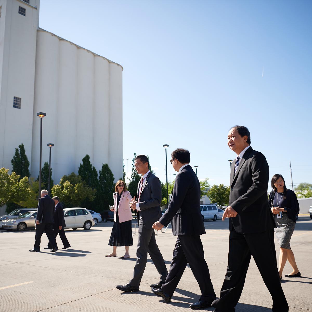 Delegasi dari Komite Urusan Keagamaan Vietnam mengadakan tur ke Welfare Square di Salt Lake City Utah pada 4 Juni 2019.