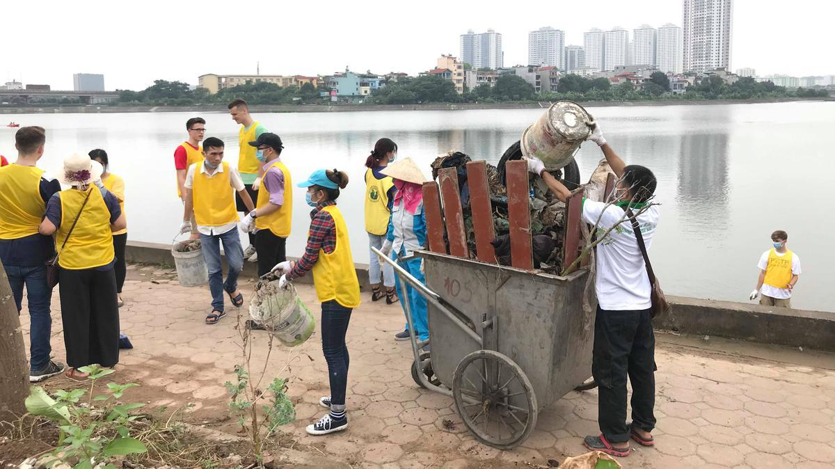 Volunteers help cleaning