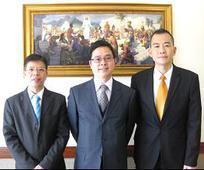 新界支聯會會長團:陳鶴安會長(中),梁啟源會長(左),丘家強會長(右)