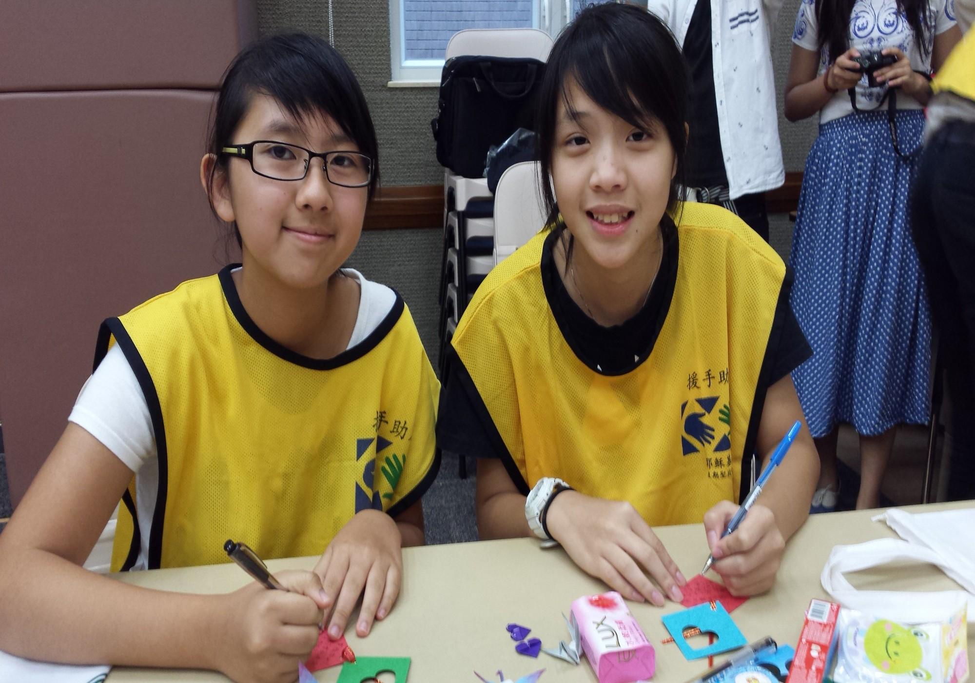 薄扶林支會和香港仔支會的兩位女青年