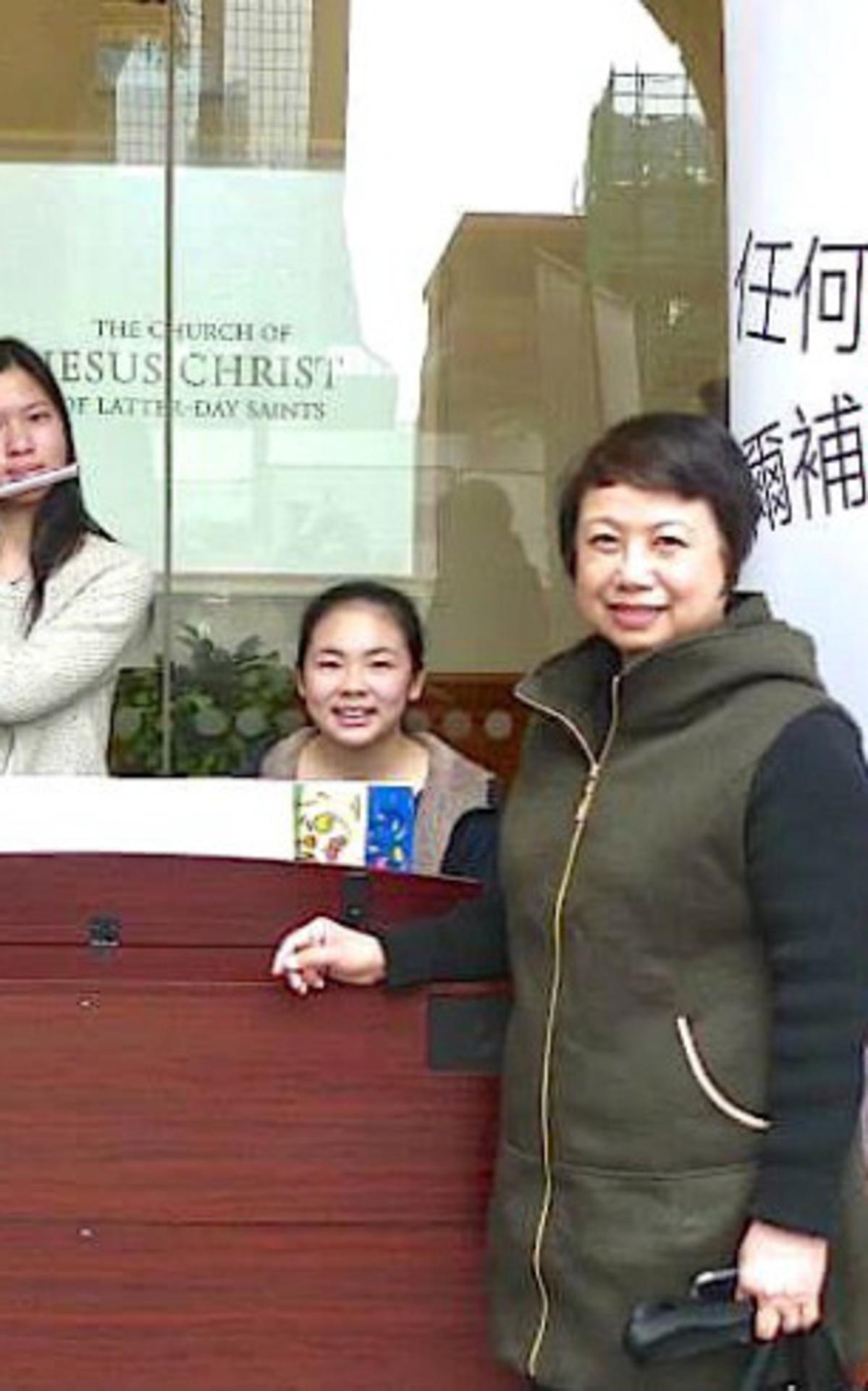 筆者與劉希媛姊妹和陸芷晴姊妹合照