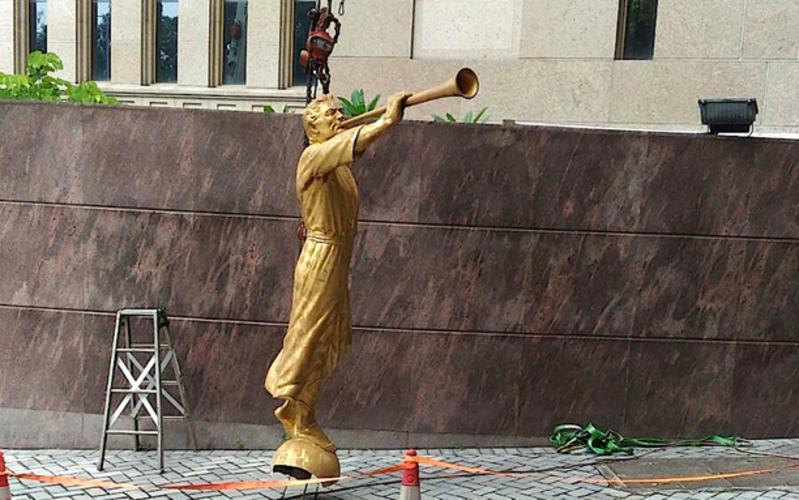 天使摩羅乃像