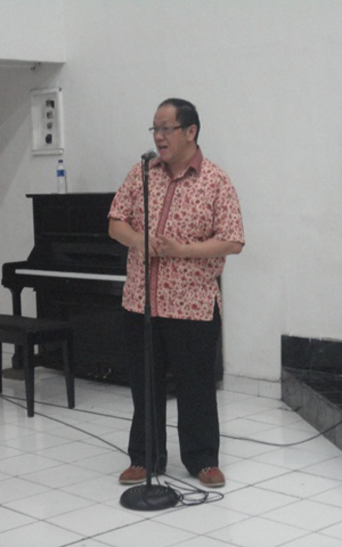 Bapak Joas Adi Prasetyo, Direktur STT memberikan sambutan