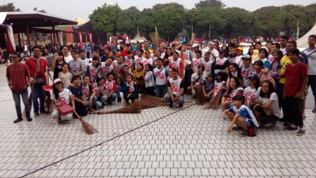 Pelayanan Kebersihan di Hari Ulang Tahun Taman Mini Indonesia Indah Ke-42