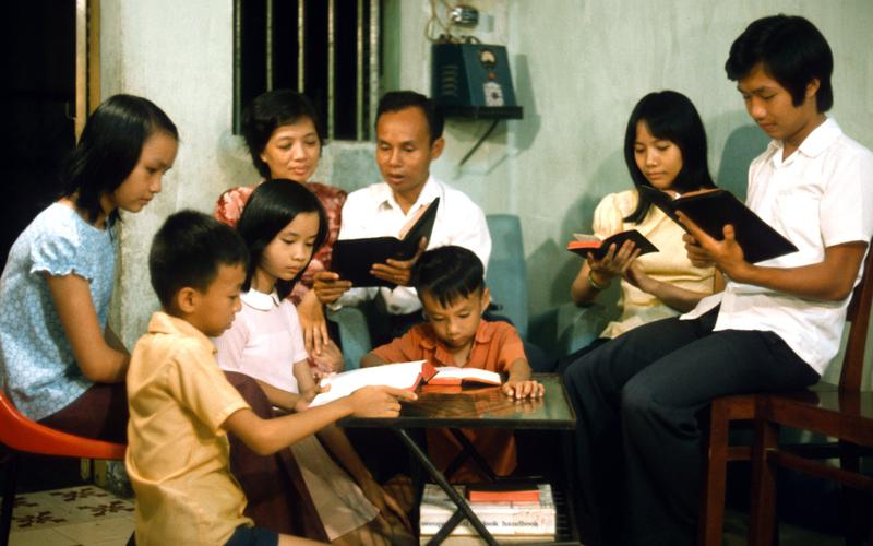 04-vietnamese-family-reading-and-sharing-together.jpg