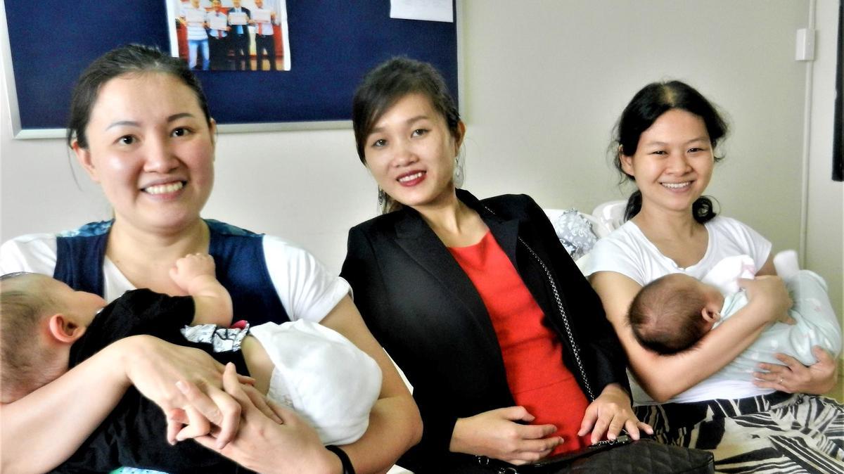Các Buổi Hội Thảo Em Bé giúp đỡ và hỗ trợ việc nuôi dạy bé khỏe mạnh. Ảnh bởi Deborah Coffey