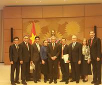 Phái Đoàn THNS Tại Tòa Nhà Quốc Hội Việt Nam