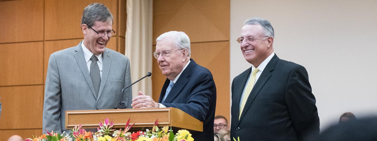 Elder M. Russel Ballard e Elder Ulisses Soares no Brasil