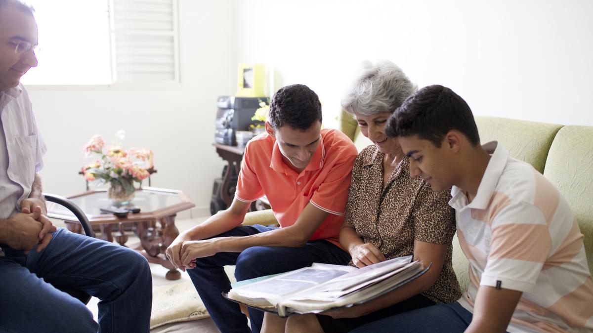 Pesquisar a história da família ajuda os santos dos últimos dias a sentirem uma conexão com seus antepassados.