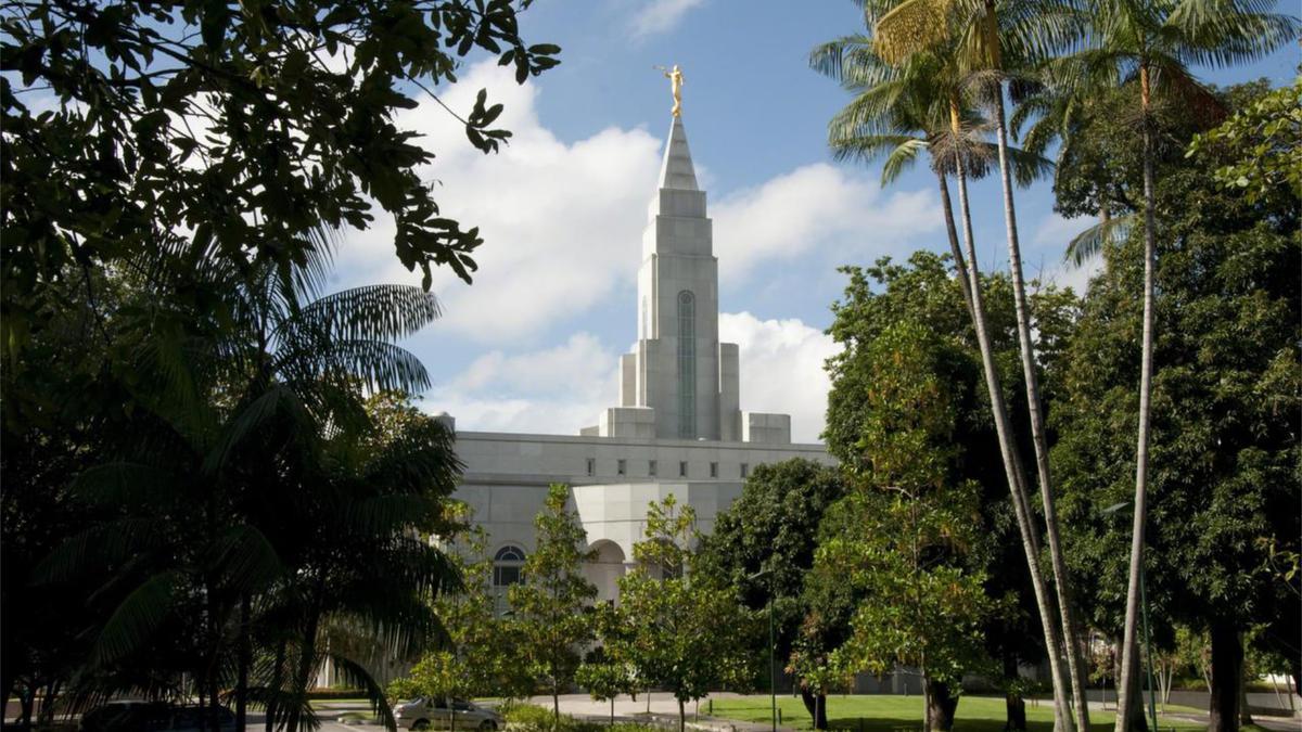 O vestuário de baixo usado por mórmons fiéis são lembretes diários de compromissos religiosos feitos em templos sagrados.