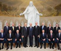 Jesus Cristo lidera A Igreja de Jesus Cristo dos Santos dos Últimos Dias através de um profeta, apóstolos e outros que possuem o sacerdócio.