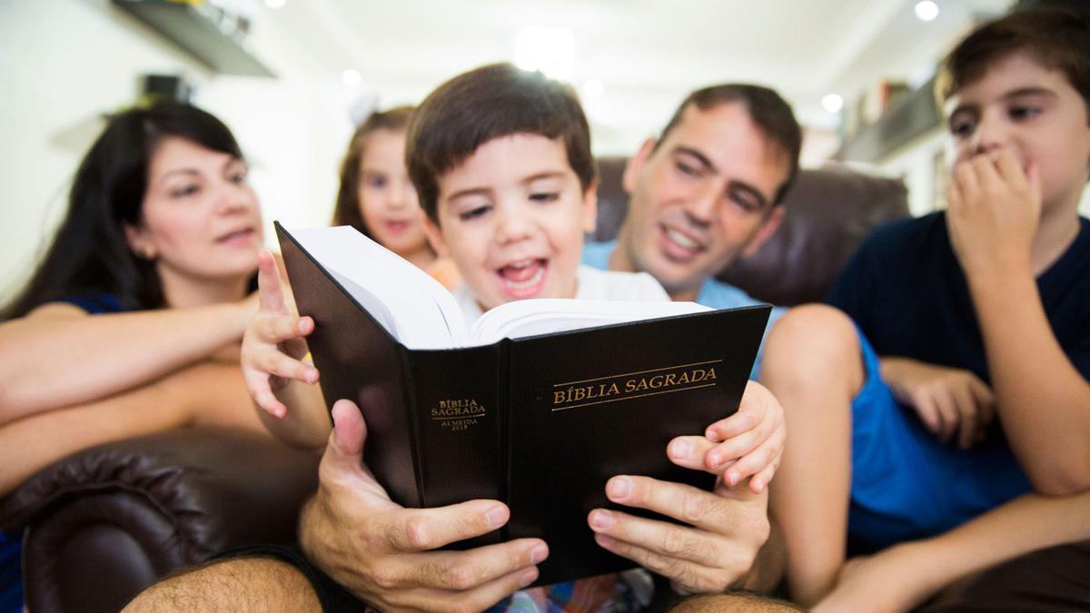 Lançamento Impresso da Bíblia Sagrada Almeida 2015