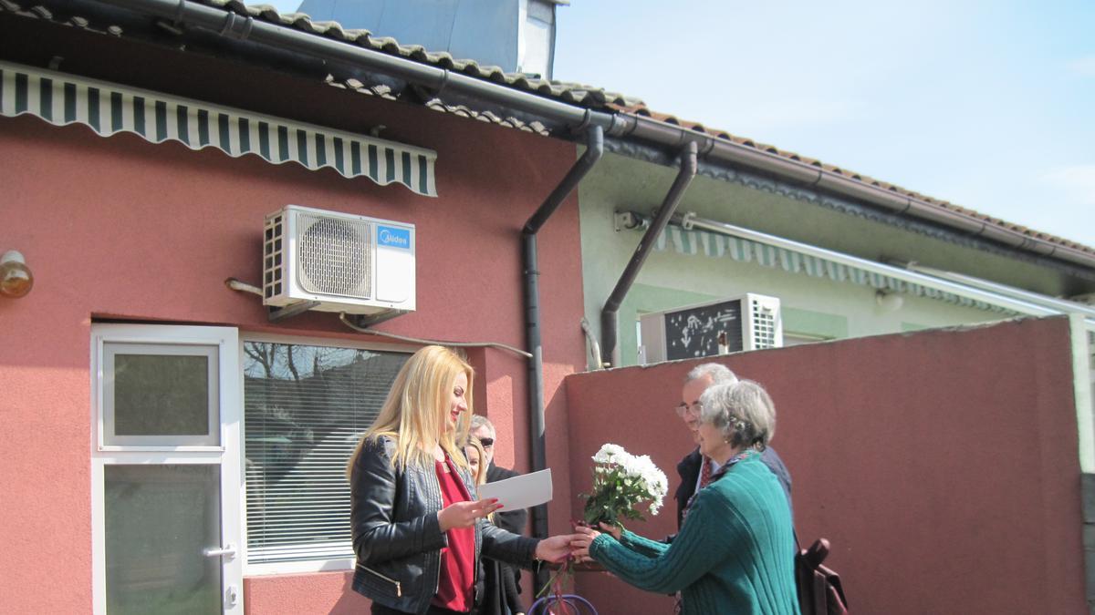 Дарение за кризисен център в Бургас