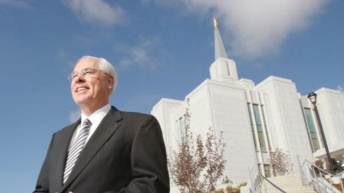 Image of Elder Walker with the mormon Alberta Temple, Canada in the back