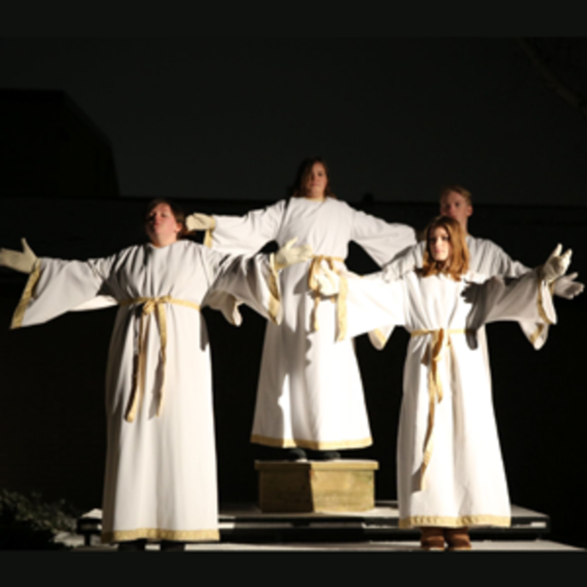 2-annual-nativity-heavenly-angels