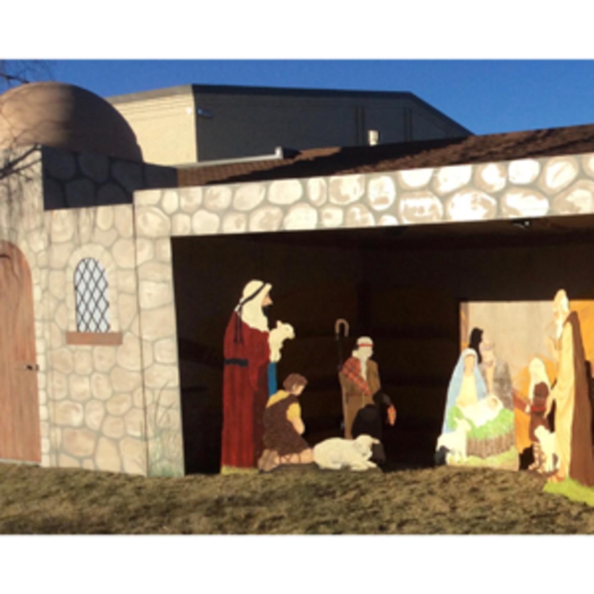 7-annual-nativity-six-figurine-display