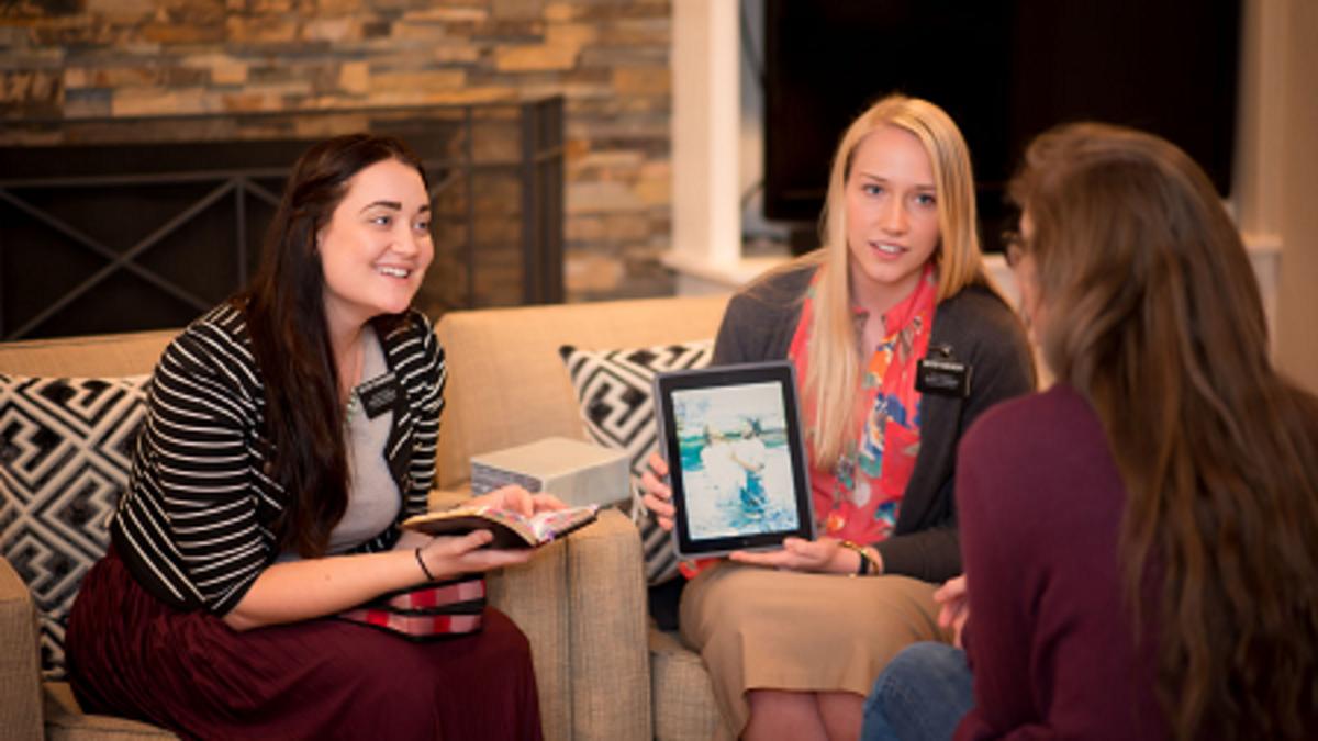 Sister Missionaries teaching