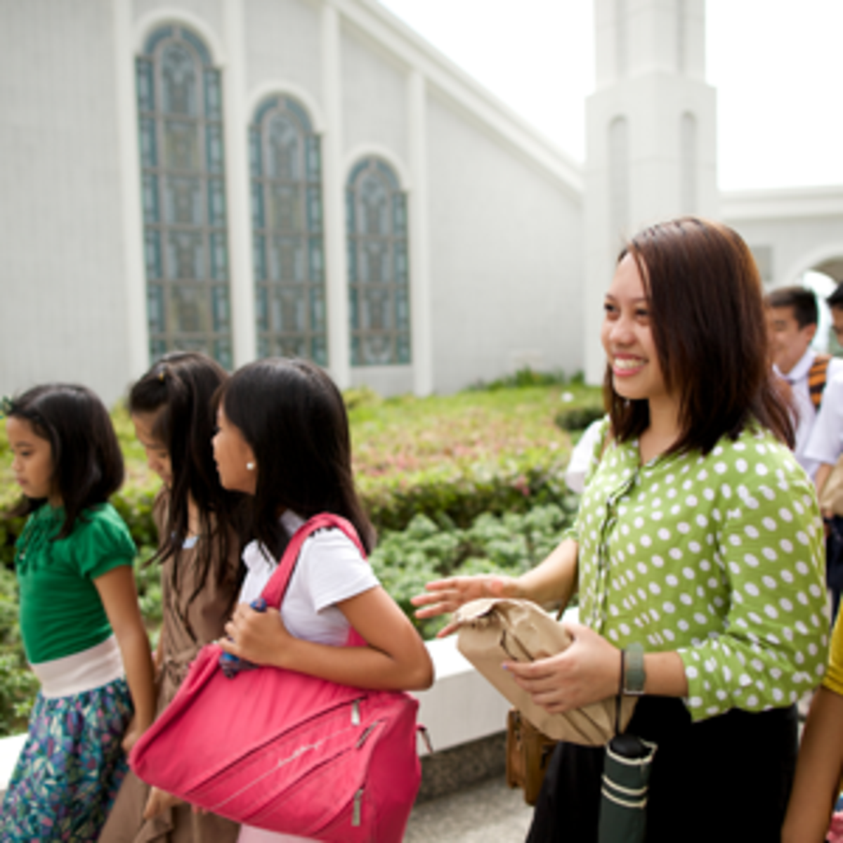 Philippines youth visit the Temple