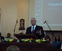Al prepararse (Obispo Dean M. Davies, Segundo Consejero del Obispado Presidente).jpg