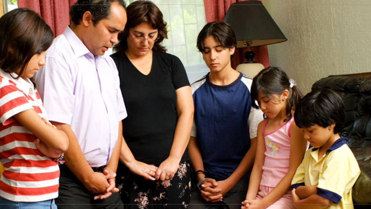 Orad al Padre en vuestras familias (3 Nefi 18:21)