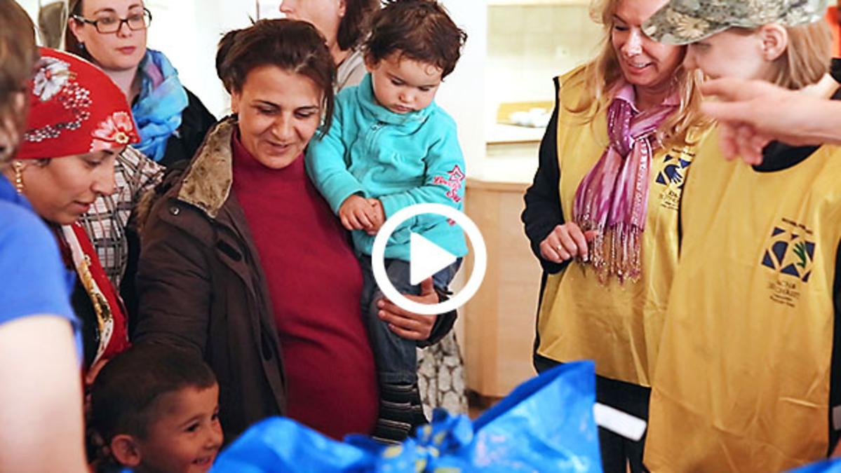 refugees receiving welcome bags