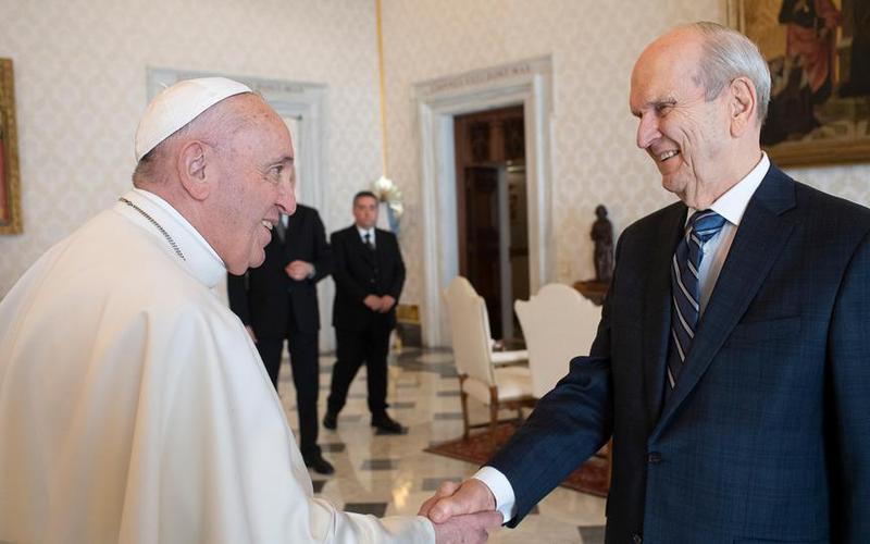 Profetul și Papa Francisc se întâlnesc la Vatican