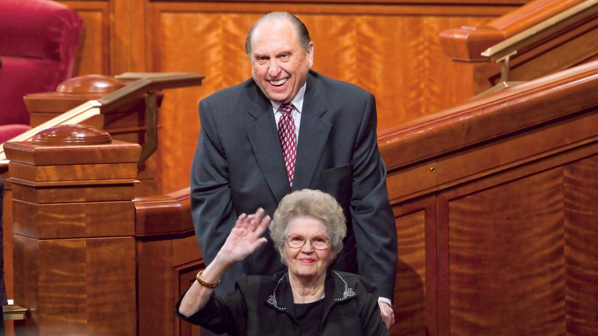 president-monson-with-wife