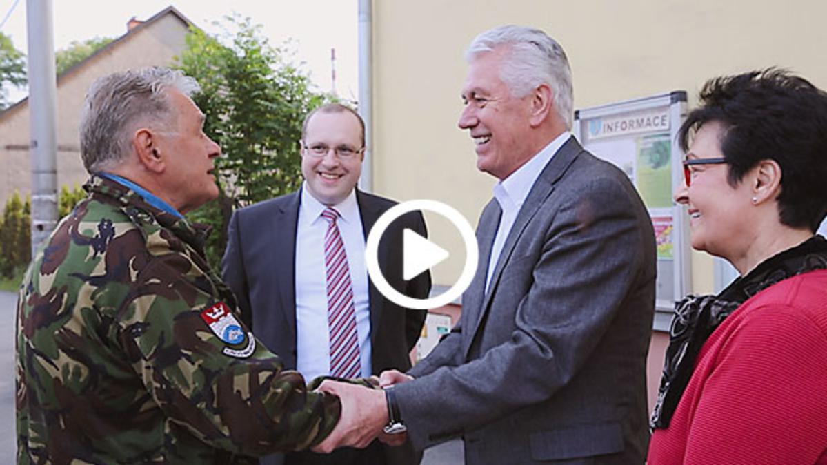 President Uchtdorf shakes hands
