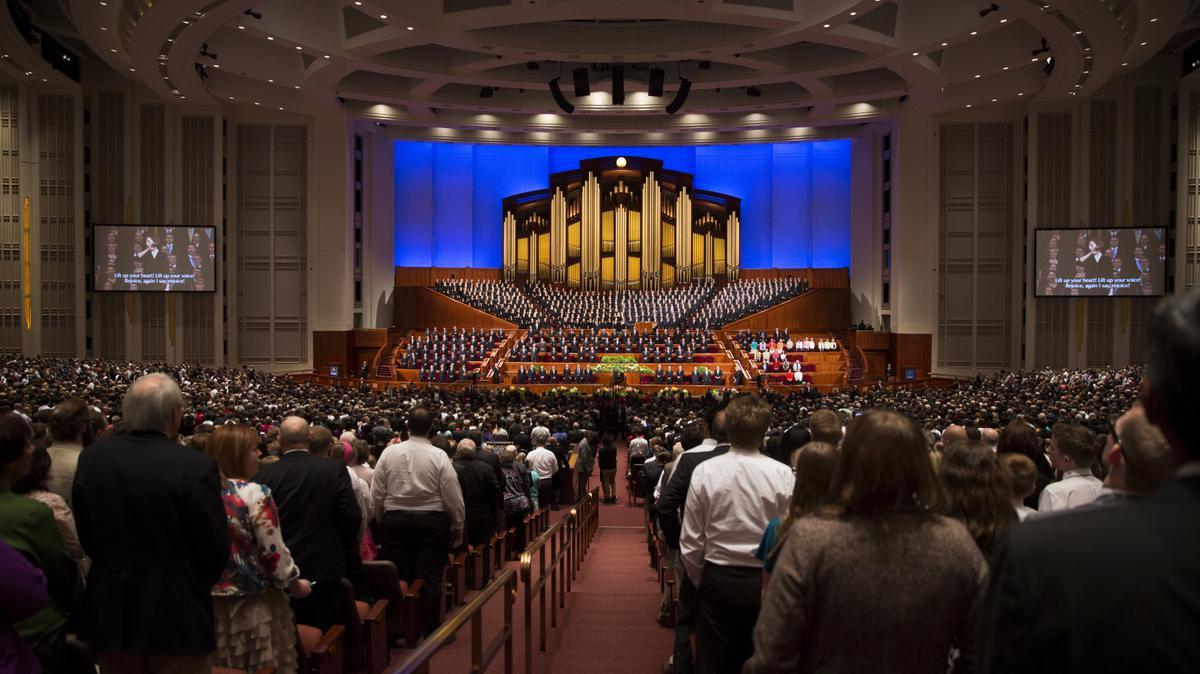 Lors de la conférence générale, les dirigeants mormons parlent de divers sujets religieux.