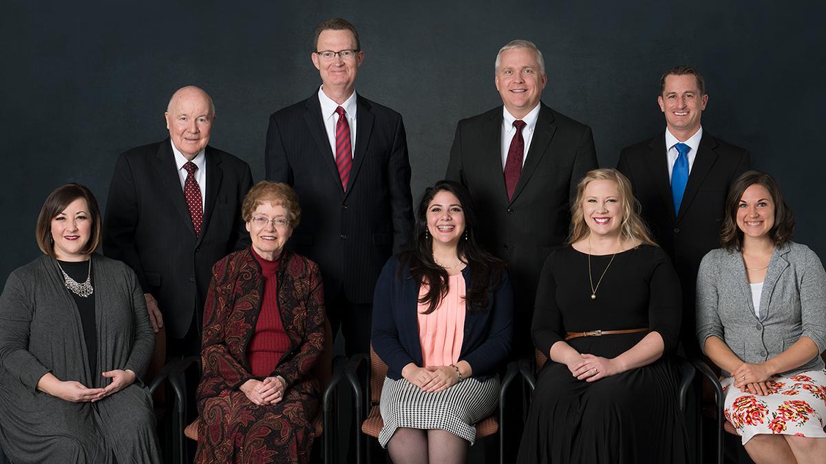 Medlemmene i Komité for Salmer, fra venstre til høyre, bakfra: Herbert Klopfer, Stephen Jones, Stephen Schank, Ryan Murphy, Cherilyn Worthen, Carolyn Klopfer, Anfissa Silva, Sonja Poulter og Audrey Livingston.
