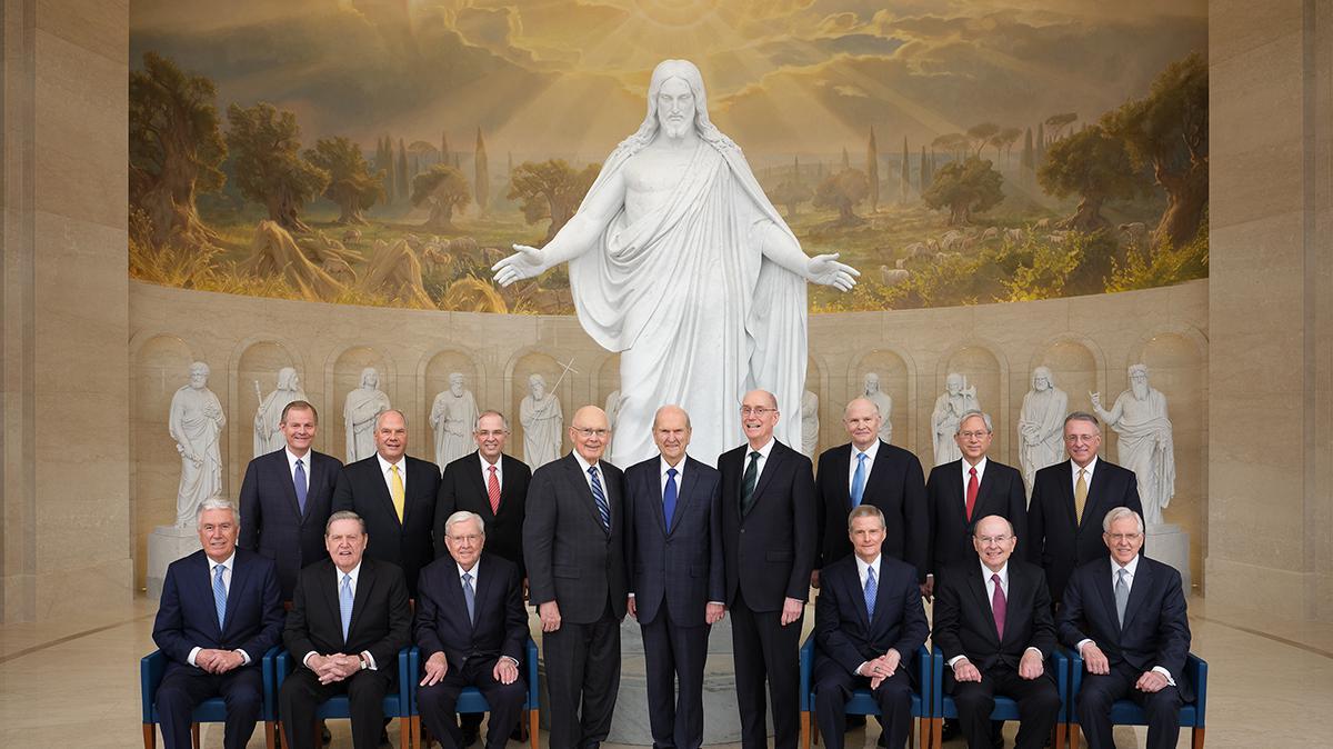 Die Erste Präsidentschaft und das Kollegium der zwölf Apostel bei der Weihung des Tempels in Rom