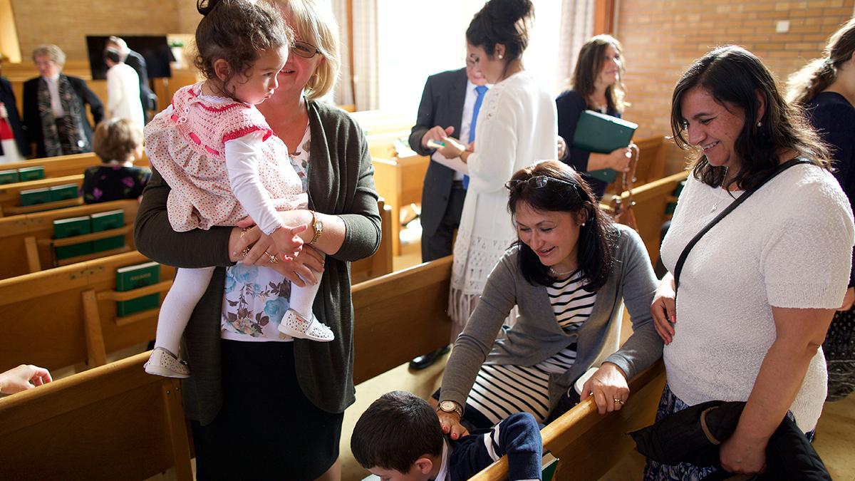 Für Mormonen stellt die wöchentliche Teilnahme am Abendmahl einen wichtigen Teil der Gottesverehrung dar. Die Mormonen nehmen jeden Sonntag bei der Abendmahlsversammlung vom Abendmahl.