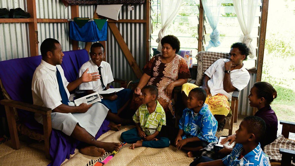 Derzeit sind in aller Welt über 70.000 Missionare für die Kirche tätig.
