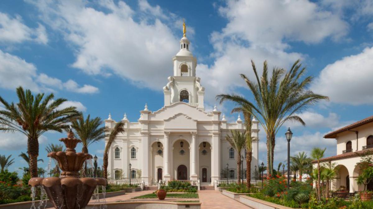 Τα ενδύματα ναού τα φορούν πιστοί Άγιοι των Τελευταίων Ημερών ως καθημερινή υπενθύμιση των θρησκευτικών δεσμεύσεων που έχουν γίνει εντός των άγιων ναών.