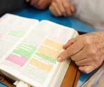 Die Mormonen sehen im Buch Lehre und Bündnisse eine heilige Schrift mit Offenbarungen, die der Prophet Joseph Smith sowie weitere Propheten erhalten haben.