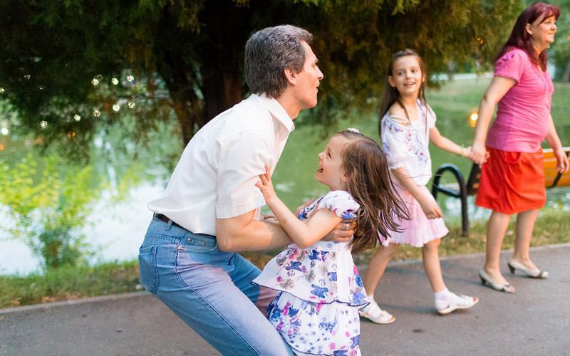 Les familles mormones passent du temps ensemble au cours d'une soirée familiale hebdomadaire.