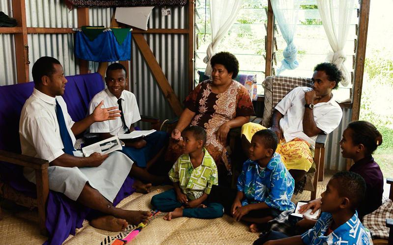 missionärer_undervisar