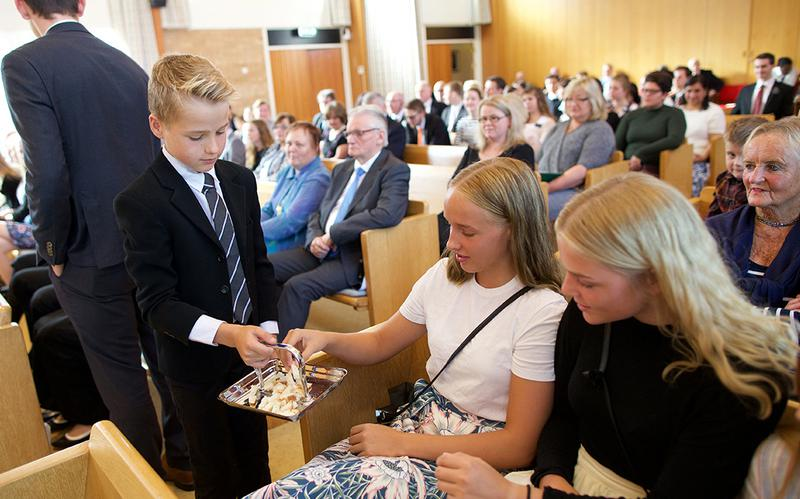 Mormons believe that partaking of the sacrament each week is an important part of worship. Mormons partake of the sacrament each Sunday during sacrament meeting.