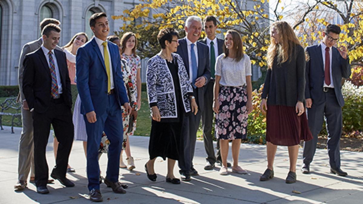 Dieter F. Uchtdorf elnök az Első Elnökségből és a felesége, Sister Harriet Uchtdorf fog szólni a Fiatal Felnőttekhez. A világméretű áhitat 2018. Január 14-én - este 6 órai kezdettel (Hegyi idő szerint) lesz elérhető az LDS.ORG oldalon a magyar nyelv kiválasztása után, egyéb médiumokon keresztül is közvetítve lesz.