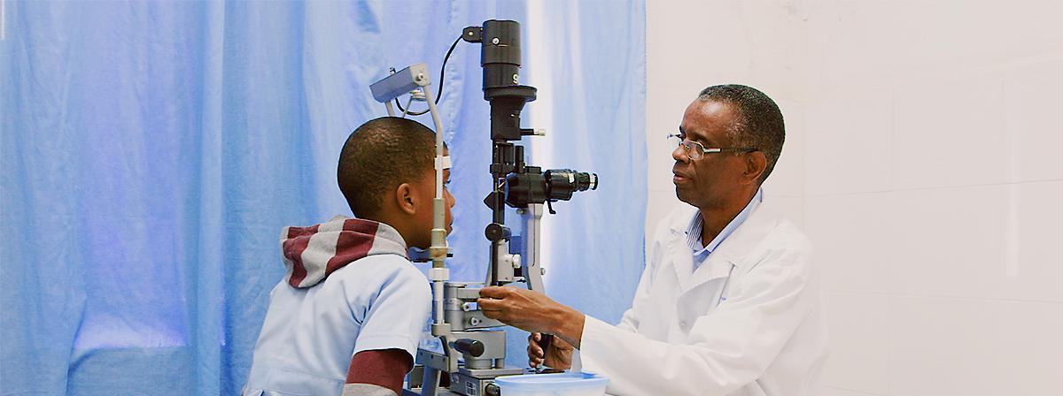 A LDS Charities ajudou a estabelecer o programa Vision Care para as crianças em idade escolar com problemas oftalmológicos.
