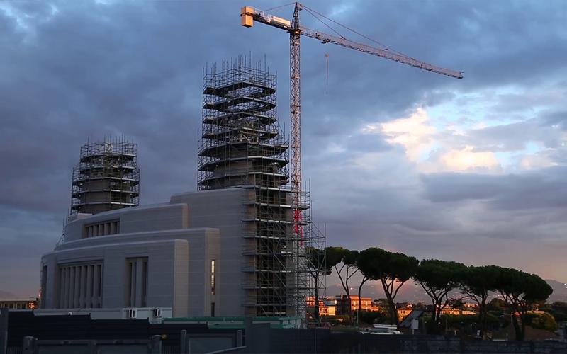 De bouw van de Rometempel