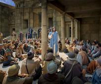 Jesús enseña a la multitud