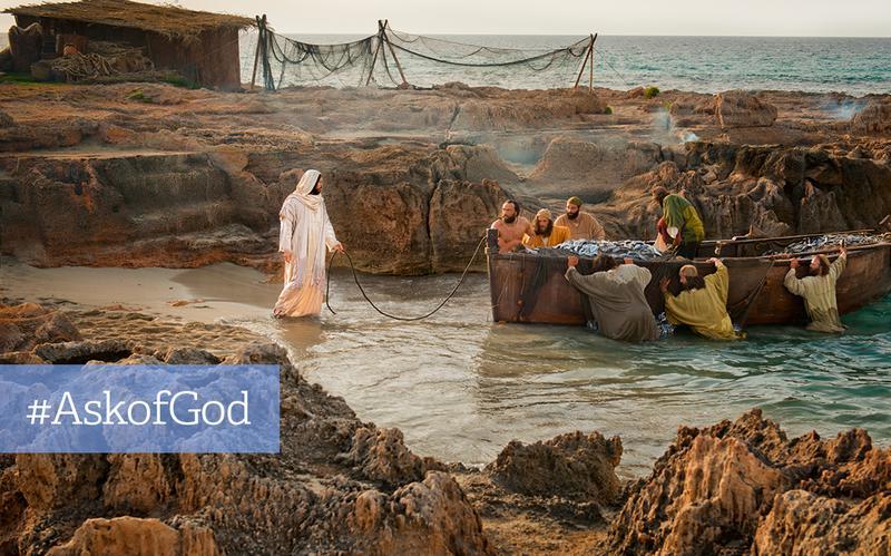 Jesus taler til mænd med båd fyldt med fisk