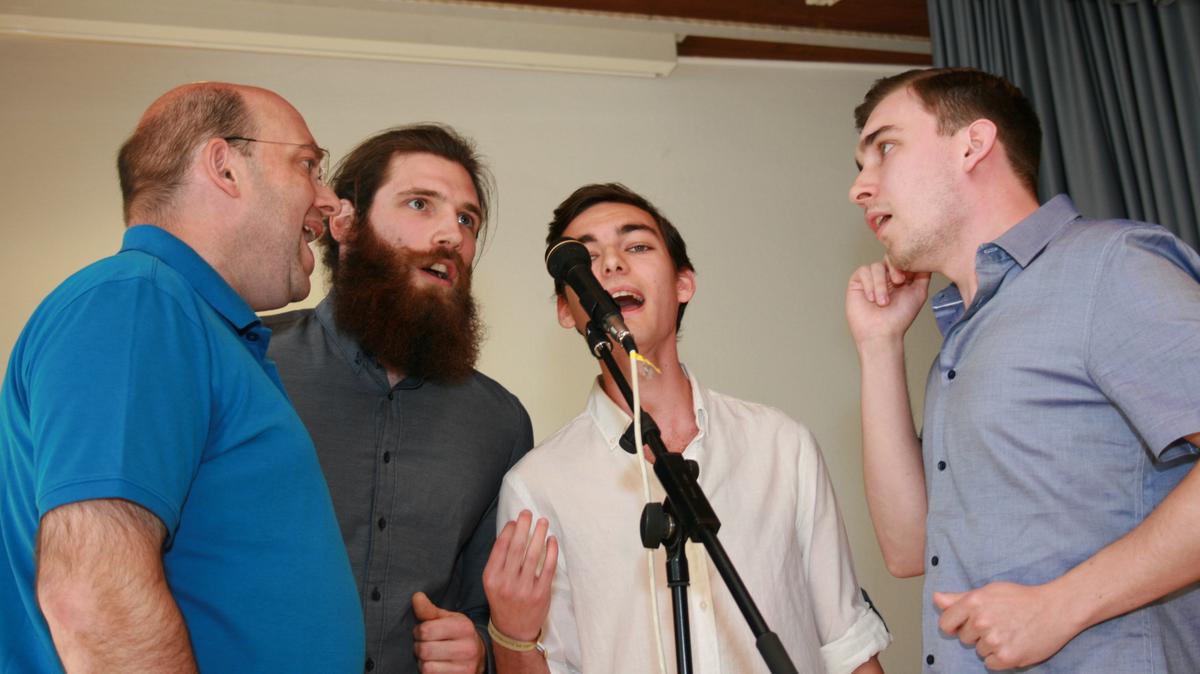 """Das Gesangsquartett """"Die Fantastischen Vier"""": Heber, Gabriel, Daniel und Philipp"""