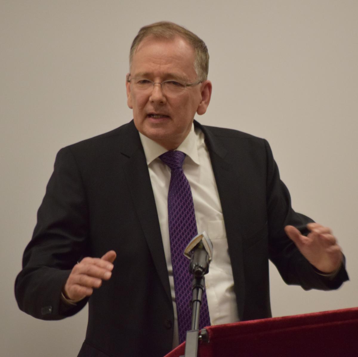 Gerhard Egger war als Bischof der Mormonengemeinde Innsbruck zusammen mit anderen religiösen Repräsentanten zur Feier eingeladen und richtete eine Grußadresse an die Versammelten.
